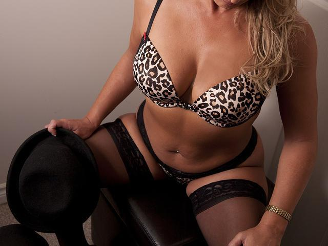 Kylie-Libertines Escorts Huddersfield, Huddersfield Escorts, Huddersfield Escort Agencies, outcall only best escort service within Yorkshire, sexy escorts, brunette, indian, slim and very adventurous.